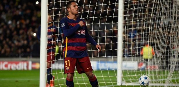 Adriano quer rescindir contrato com o Barça para acertar com a Lazio