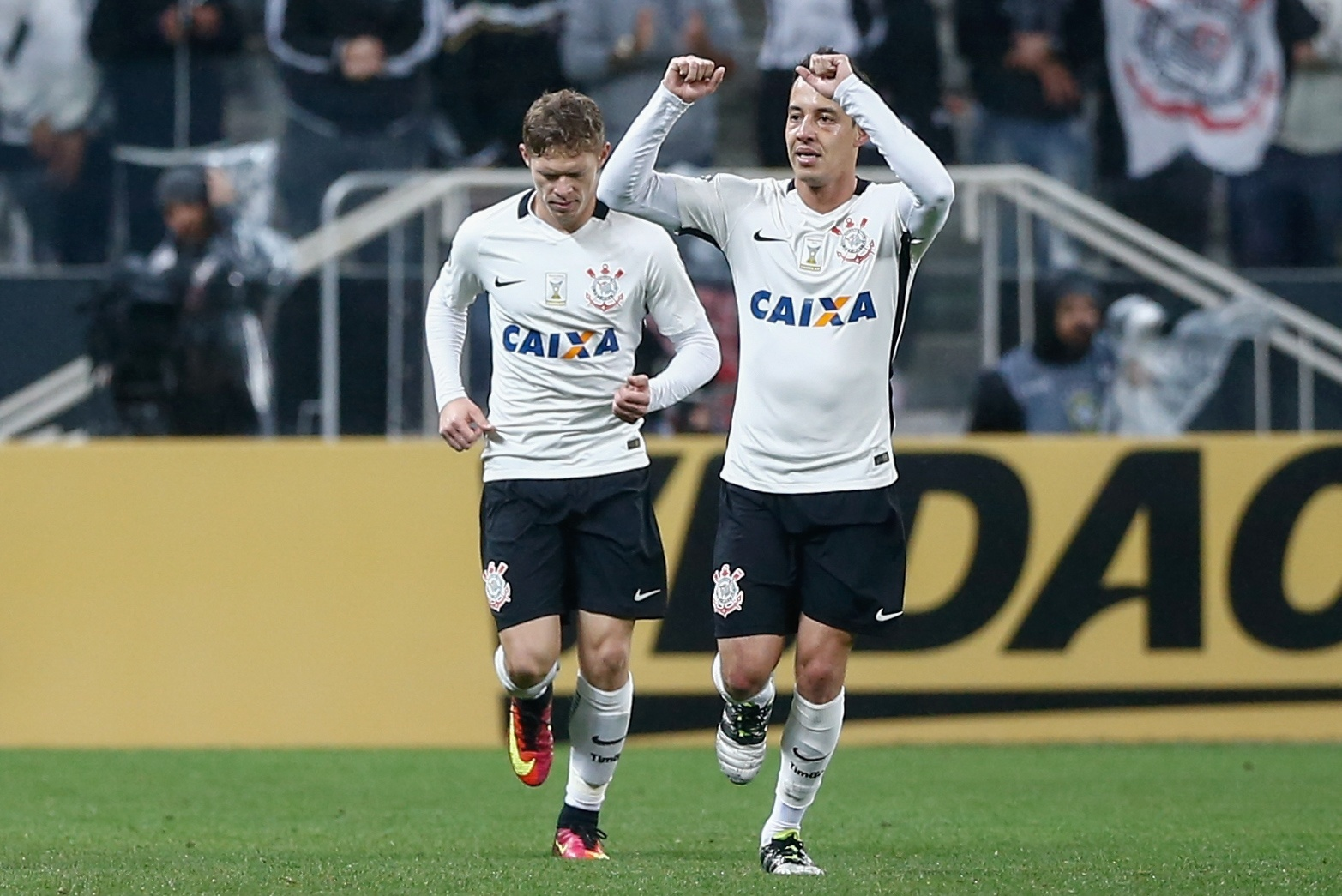 Rodriguinho marca para o Corinthians contra o Fluminense
