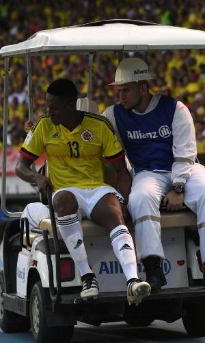 Yerry Mina sente dores na coxa esquerda e deixa a partida entre Colômbia e Chile