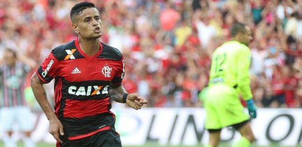 Everton, de 29 anos, deve chegar ao Tricolor já na próxima semana
