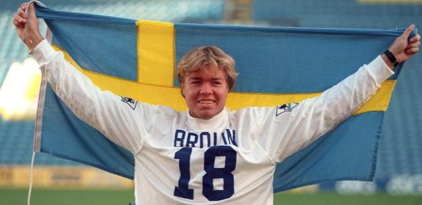 Brolin é apresentado como estrela pelo Leeds em 1995