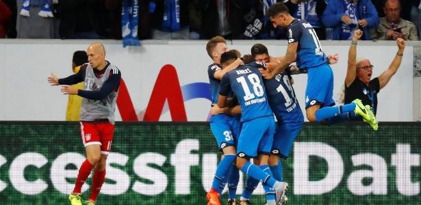 09.set.2017 - Jogadores do Hoffenheim comemoram um dols gols da vitória sobre o Bayern de Munique