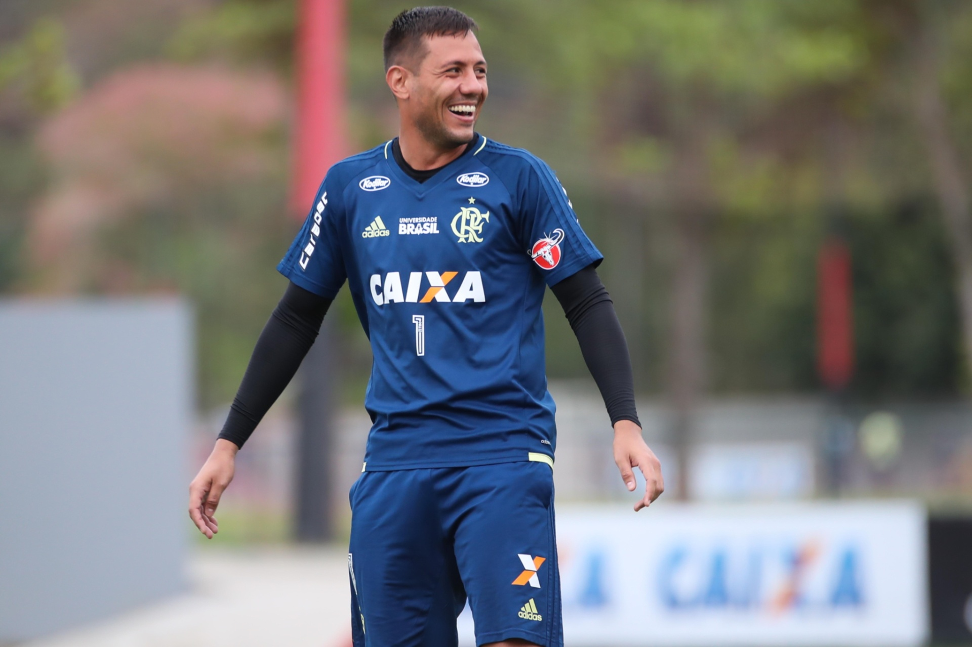 Dirigente vê pressão exagerada sobre Diego e analisará ação de Diego Alves  - 28 04 2018 - UOL Esporte 16c838bf4e2dd