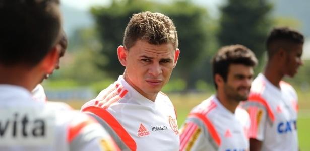 Jonas durante treino do Flamengo
