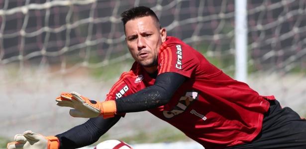 O goleiro Diego Alves durante treinamento do Flamengo no CT Ninho do Urubu