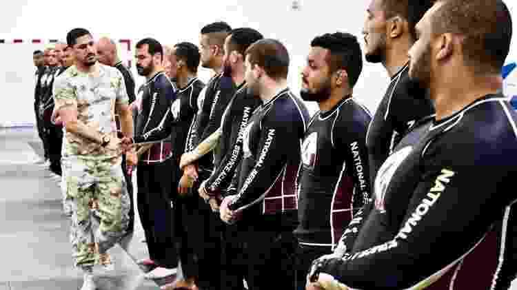 Treino das forças armadas do Qatar usa jiu-jítsu com instrutores brasileiros - @qatarselfdefense - @qatarselfdefense