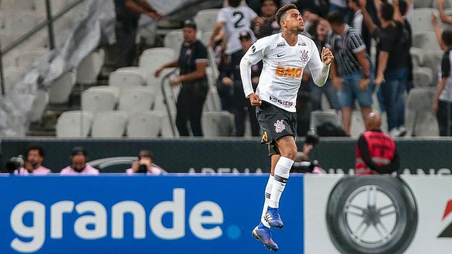 Gustavo comemora gol salvador do Corinthians contra o Racing na Arena - Ale Cabral/AGIF