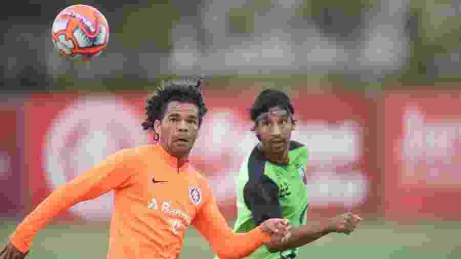 Camilo tenta domínio em jogo-treino do Internacional contra o São Paulo-RS - Ricardo Duarte/Inter