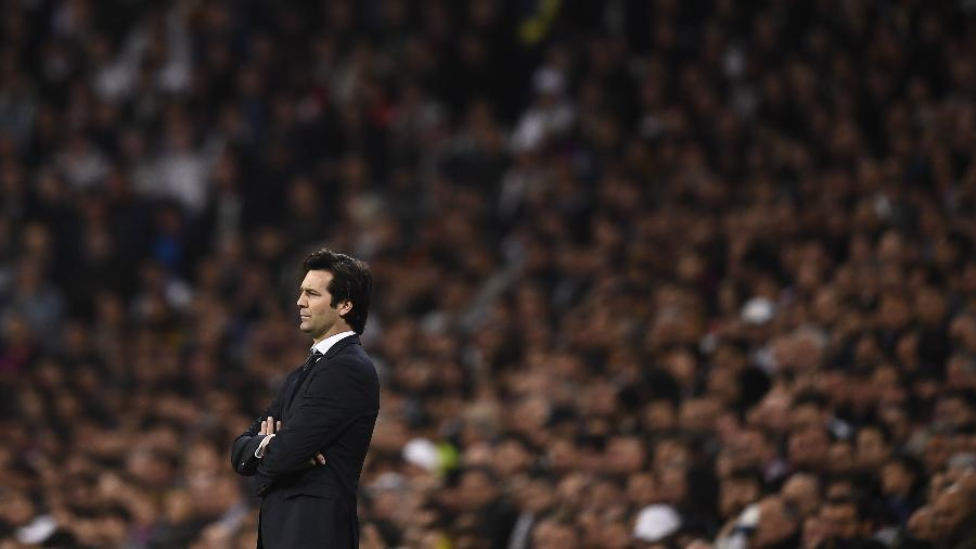 Santiago Solari durante jogo contra Barcelona: elogios a Vinicius Júnior - Oscar Del Pozo/AFP