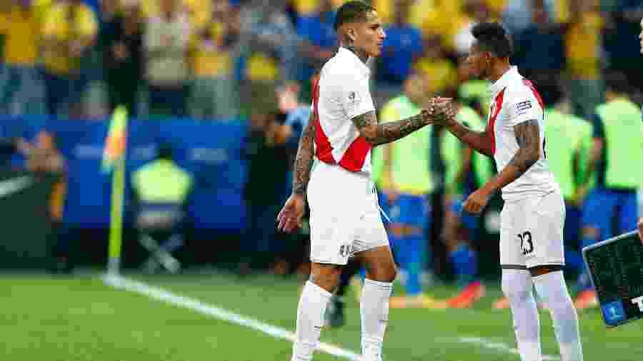 Guerrero é substituído durante o duelo entre Peru e Brasil, na Arena Corinthians - Thiago Calil/Agif