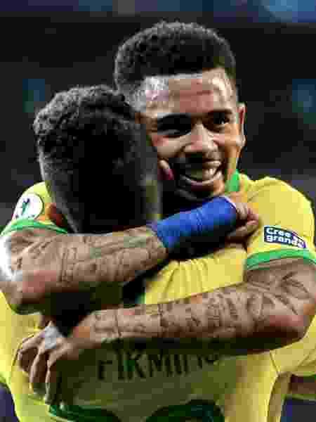 Roberto Firmino e Gabriel Jesus comemoram gol contra a Argentina na Copa América - Nelson Almeida/AFP