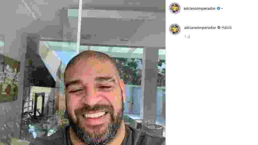 """Adriano usa """"habib"""" em foto do Instagram - Reprodução"""