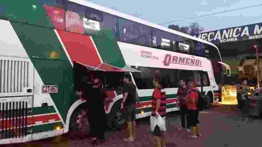 Ônibus que leva flamenguistas rumo a Lima apresentou problemas mecânicos e ficou cinco horas parado em Vilhena (RO) - Diego Salgado/UOL
