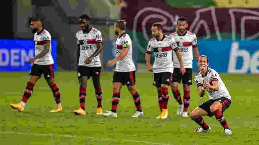 Filipe Luis comemora gol marcado contra o Fluminense, no Maracanã. Time encara o Ceará - Thiago Ribeiro/AGIF