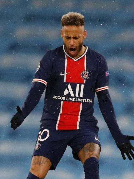 Neymar se irrita durante jogo do PSG contra o City pela Champions - PHIL NOBLE/REUTERS