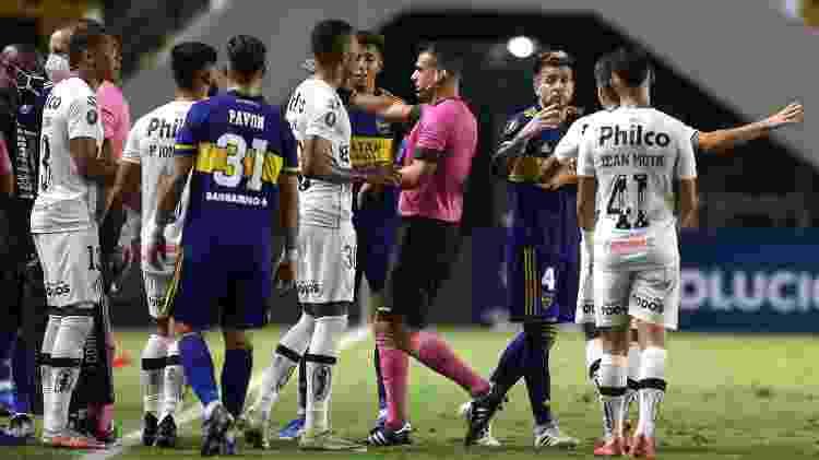 Santos x Boca Juniors, clima quente - Guilherme Calvo-Pool/Getty Images - Guilherme Calvo-Pool/Getty Images
