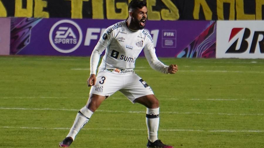 Felipe Jonatan comemora gol do Santos contra The Strongest em La Paz - Javier Mamani/Getty Images