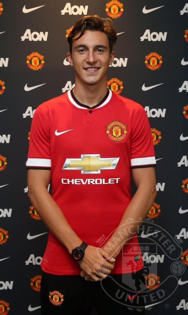 Matteo Darmian posa com a camisa do Manchester United