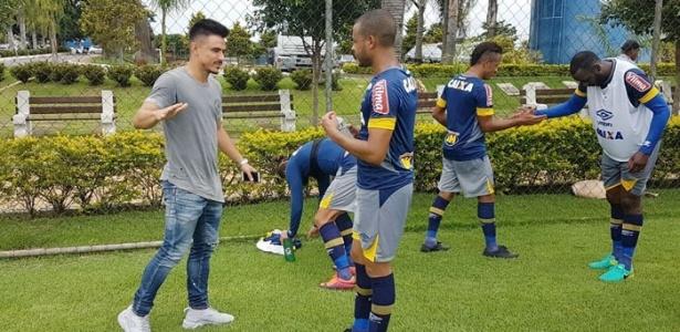 Willian se despede dos companheiros de Cruzeiro na Toca da Raposa II