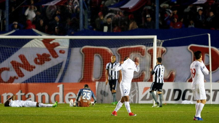 Jogadores do Nacional lamentam chance perdida contra o Botafogo pela Libertadores - Andres Stapff/Reuters