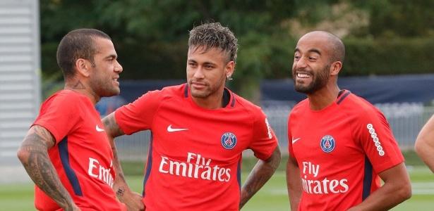 Neymar com os colegas brasileiros. Fora dos treinos, a companhia é de seguranças