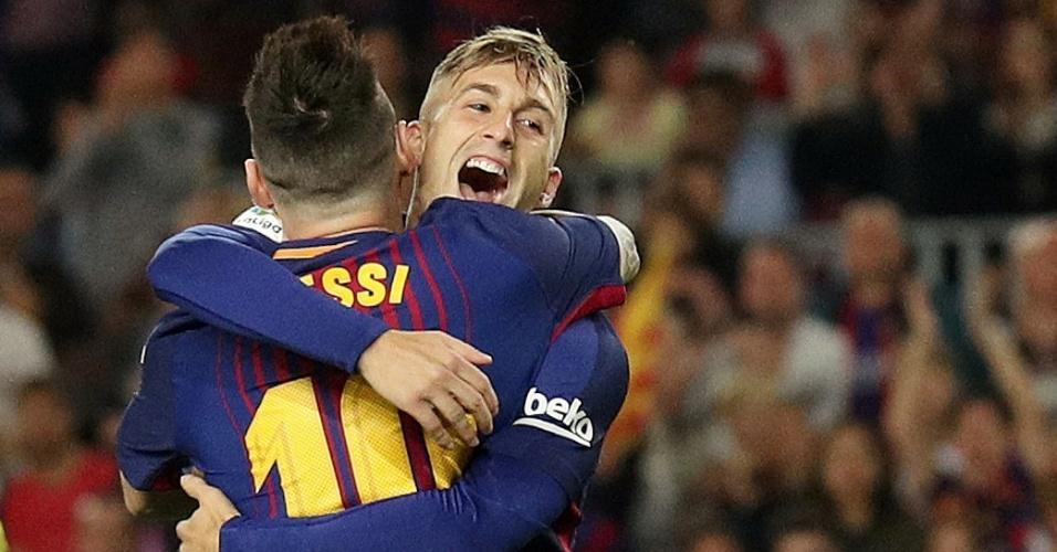 Deulofeu comemora com Messi gol do Barcelona contra Málaga