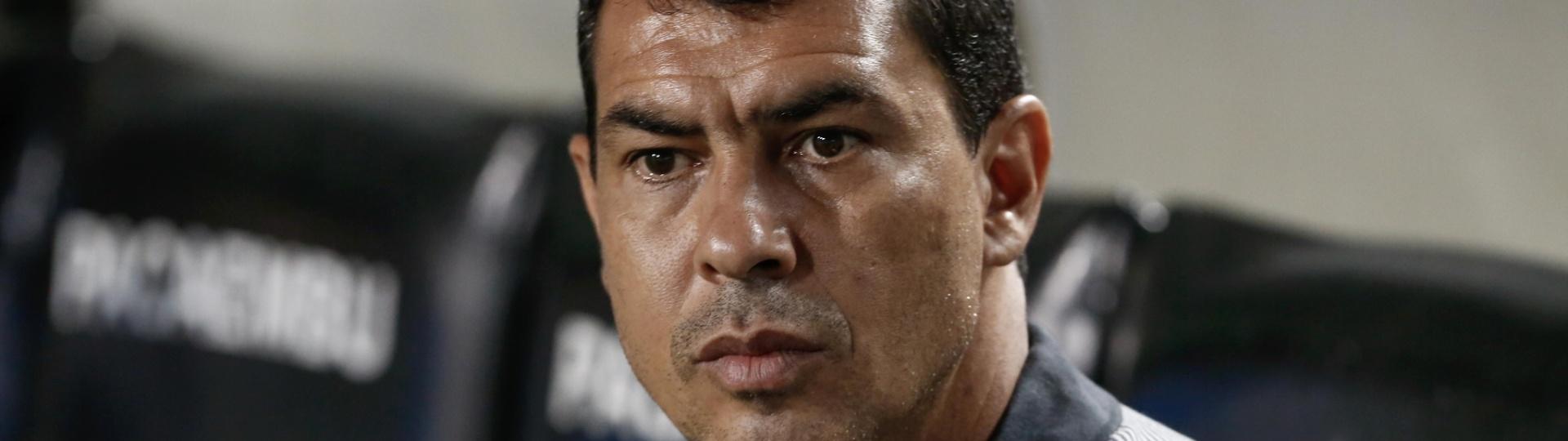 O técnico Fabio Carille acompanha o jogo entre Corinthians e Ponte Preta
