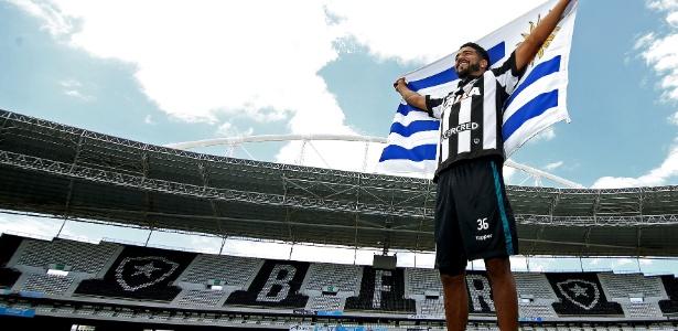 Contratação de atacante uruguaio Rodrigo Aguirre mexeu com a torcida do Botafogo