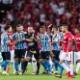 """Vice do Inter reclama de conduta de jogadores do Grêmio: """"Fizeram teatro"""""""