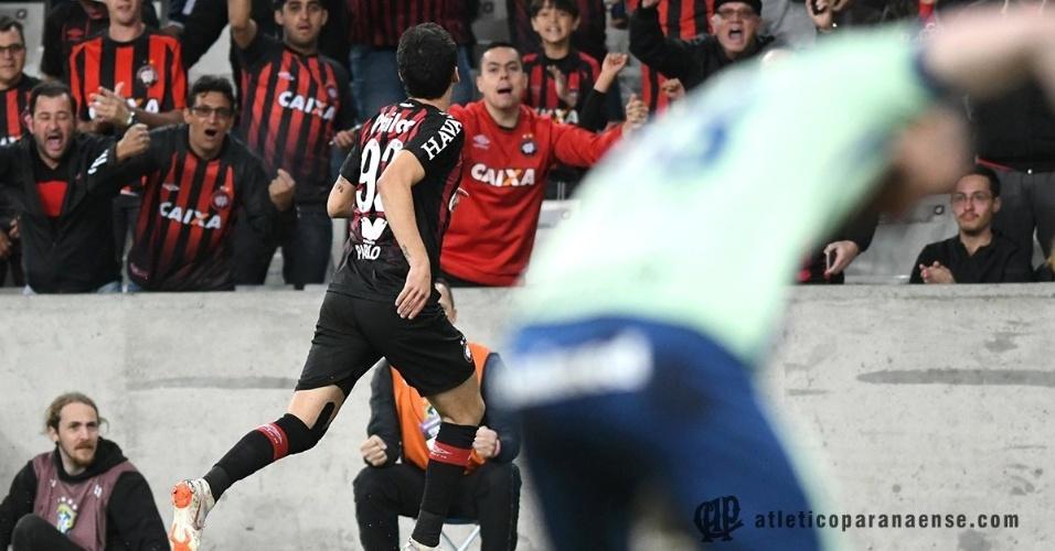 Pablo comemora gol do Atlético-PR diante do Grêmio pelo Campeonato Brasileiro 2018