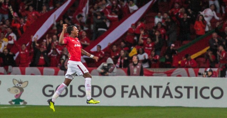Edenílson comemora gol do Internacional contra o Flamengo
