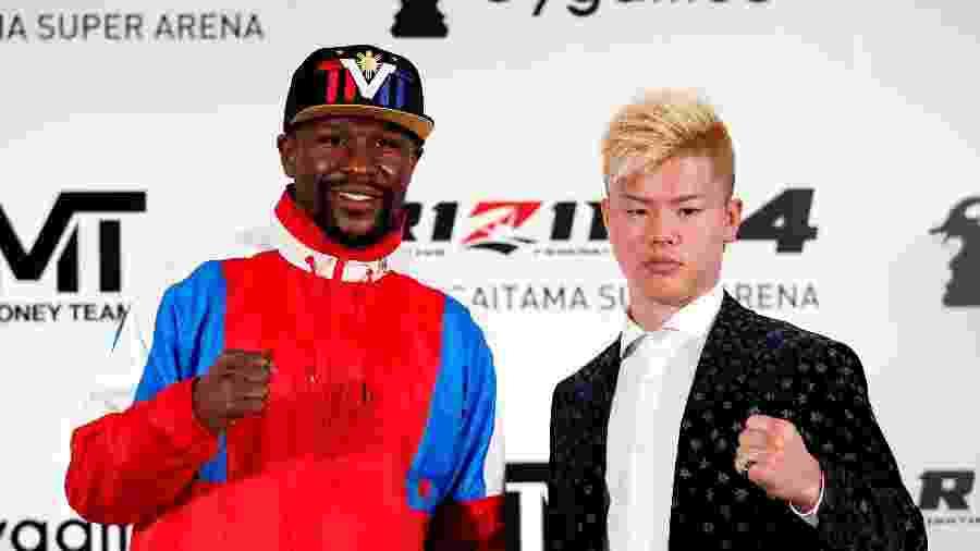 Floyd Mayweather Jr. e Tenshin Nasukawa durante anúncio de combate   - Issei Kato/Reuters