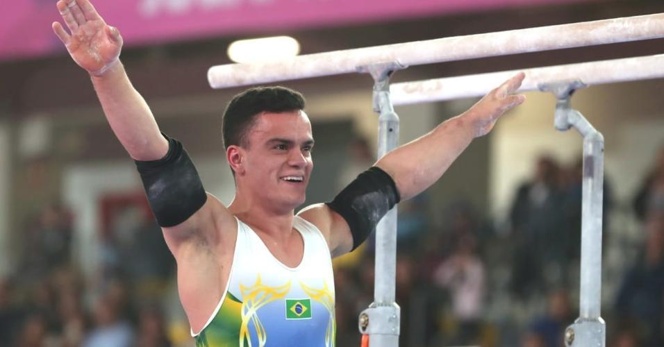 Caio Souza compete nas barras paralelas da ginástica artística no Pan