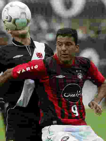 Vasco e Athletico-PR se enfrentaram na penúltima rodada do Campeonato Brasileiro de 2004 - REUTERS/Bruno Domingos