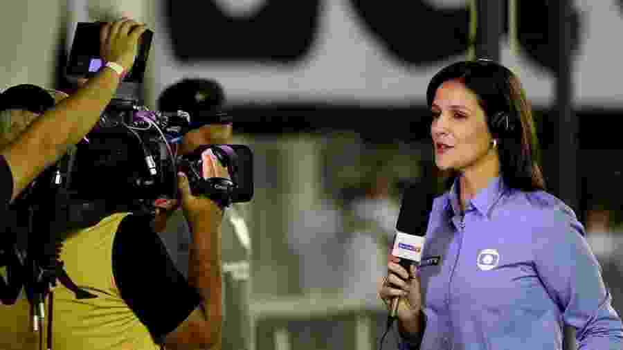 Repórter Gláucia Santiago em ação durante transmissão pelo Grupo Globo - Reprodução/Instagram