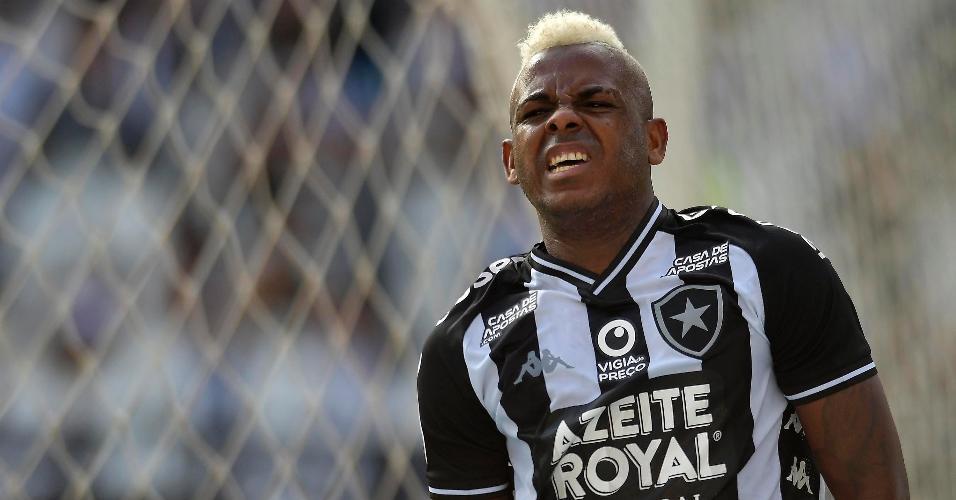Marcos Vinícius comemora após marcar pelo Botafogo contra o Ceará