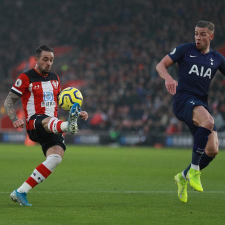 Danny Ings dá lençol em Alderweireld e marca golaço em duelo entre Southampton e Tottenham, no Campeonato Inglês - REUTERS/Ian Walton