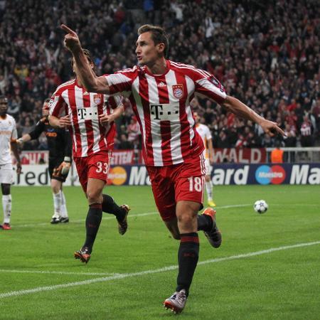 Klose comemora seu gol pelo Bayern de Munique na Champions League - Alexandra Beier/Bongarts/Getty Images
