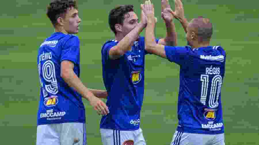 Jogadores do Cruzeiro comemoram gol diante do Figueirense - Gustavo Aleixo/Cruzeiro
