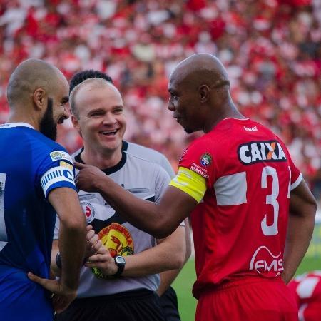 Árbitro da partida será Denis da Silva Ribeiro Serafim - Bruno Fernandes/Extra Alagoas