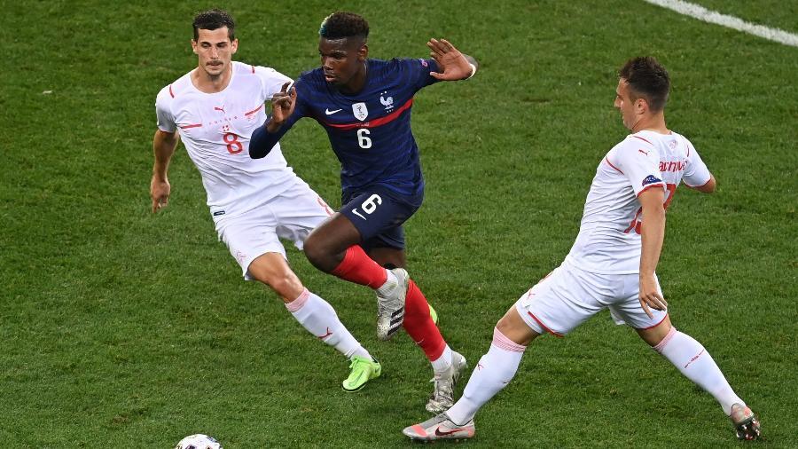 Pogba em ação durante a partida entre França e Suíça, pela Eurocopa - POOL/AFP via Getty Images