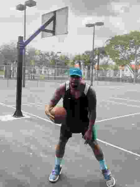Naldo Benny é fanático por basquete e sempre que pode joga uma peladinha - Arquivo Pessoal - Arquivo Pessoal