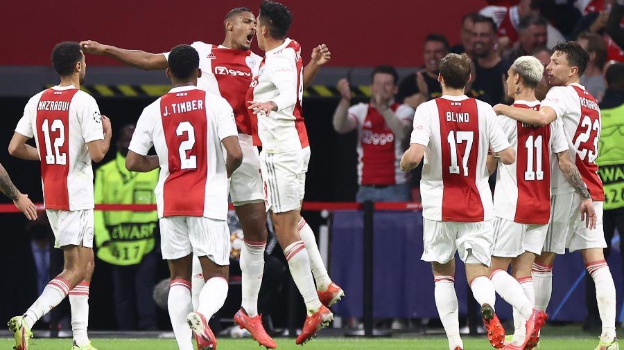 Jogando em casa, o Ajax venceu o Besiktas na fase de grupos da Liga dos Campeões - Kenzo TRIBOUILLARD / AFP