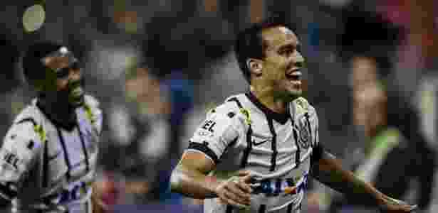 Jadson está entre os jogadores que receberam premiação - Adriano Vizoni/Folhapress