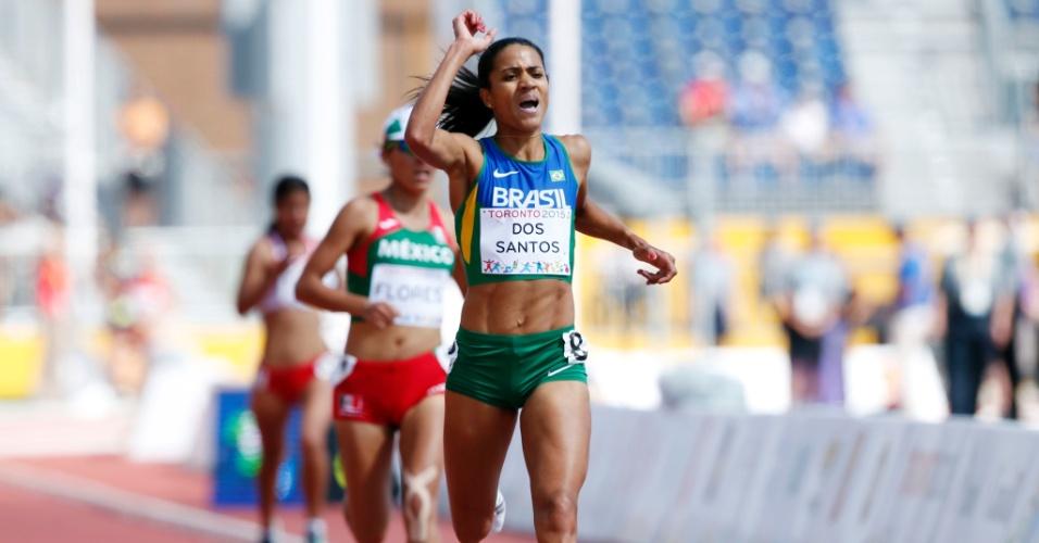 Juliana dos Santos comemora a vitória na prova dos 5.000m feminino