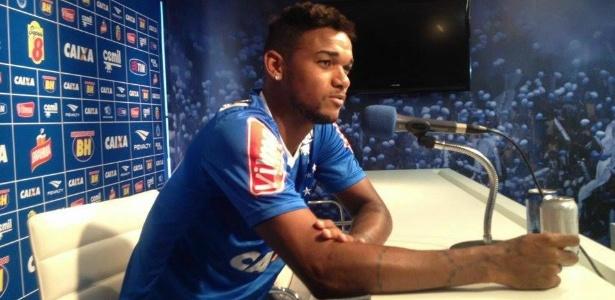 Zagueiro Bruno Viana, do Cruzeiro, em entrevista na Toca da Raposa
