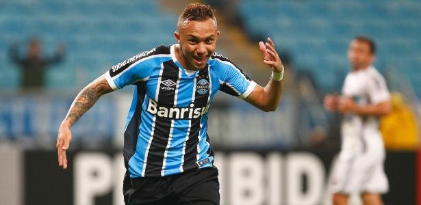 Everton marcou diante do Corinthians e tem novo contrato até 2020 com o Grêmio