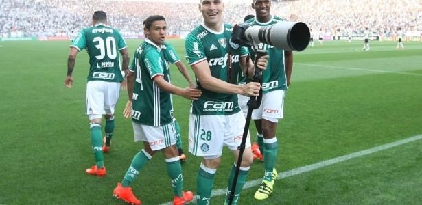 Moisés, destaque do clássico, comemora o primeiro gol do Palmeiras em Itaquera