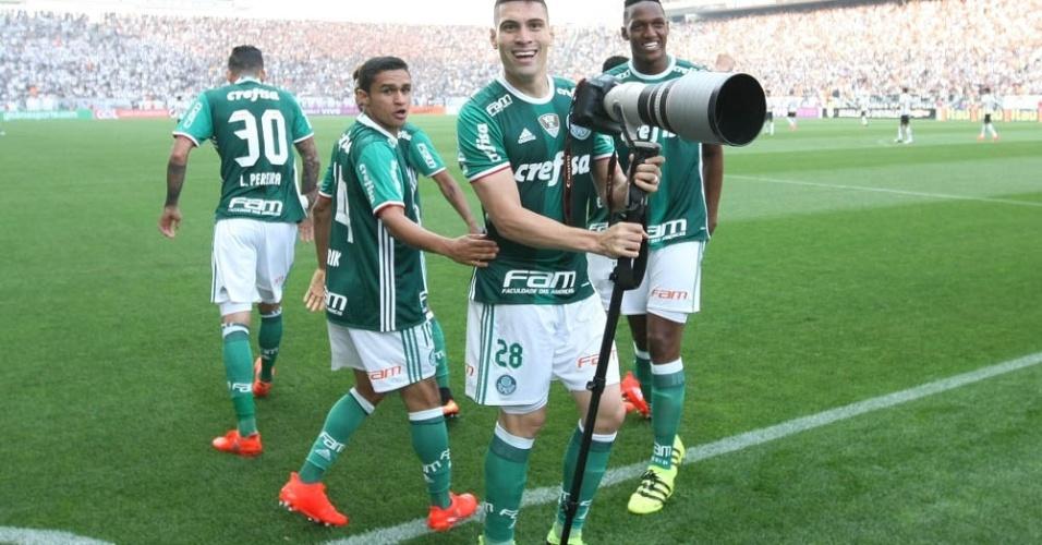 Moisés comemora gol que abriu o placar para o Palmeiras