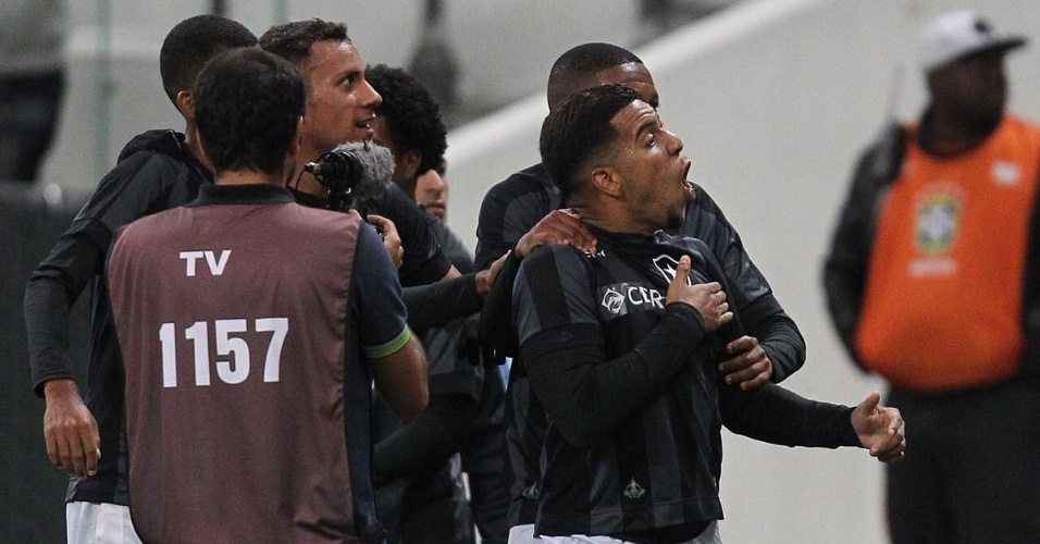 Yuri comemora gol marcado para o Botafogo contra o Corinthians, na final do Brasileirão Sub-20